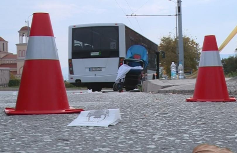 Шофьорът на автобуса, който блъсна майка с количка на пешеходна
