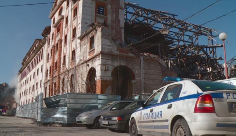 Снимка: Пожар горя в стар тютюнев склад в Пловдив