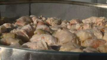 Ути Бъчваров готви сарми в дома за стари хора в Пловдив