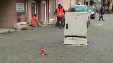 Куриоз в Пловдив: Електрическо табло се озова по средата на улицата