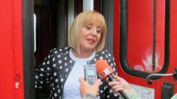 Мая Манолова организира приемна във влака на път за Варна