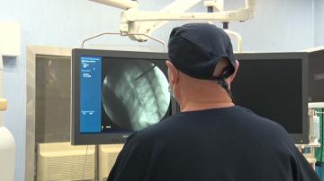 За първи път у нас: Иновативна ендоскопска операция на гръбначен стълб в Плевен
