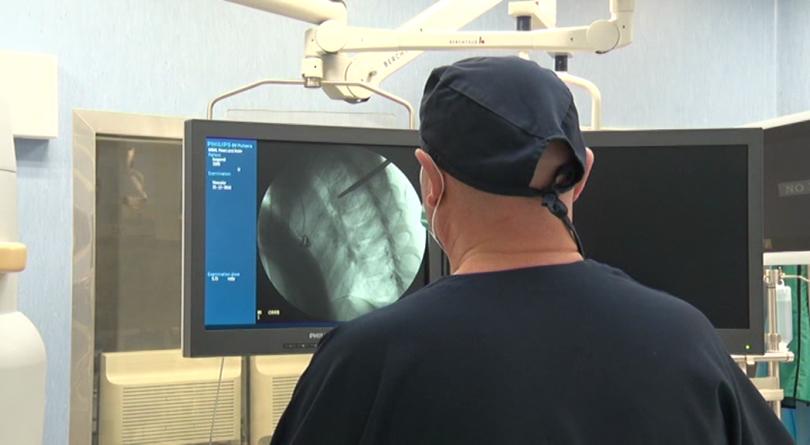 Иновативна ендоскопска операция на гръбначен стълб беше извършена за първи