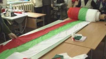 Деца от Плевен изработиха най-дългото знаме в България