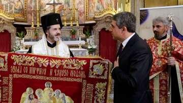 Президентът Росен Плевнелиев подари плащеница на храма Св. Павел в Рим