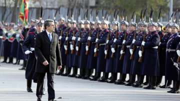 Президентът Плевнелиев се сбогува с гвардейците си