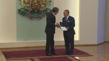 Президентът Плевнелиев връчи Почетния знак на държавния глава на Игнат Канев