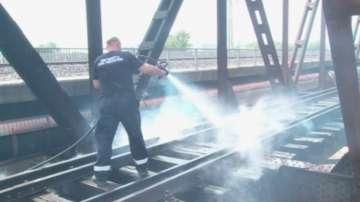 Запалени автомобилни гуми причиниха силно задимяване край жп линия в Пловдив