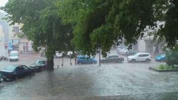 Проливен дъжд и градушка в Пловдив