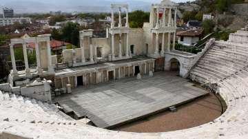 Древен надпис пренаписва историята на Античния театър в Пловдив