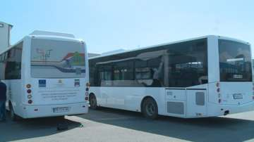 Изпотрошиха стъклата на два автобуса в Пловдив