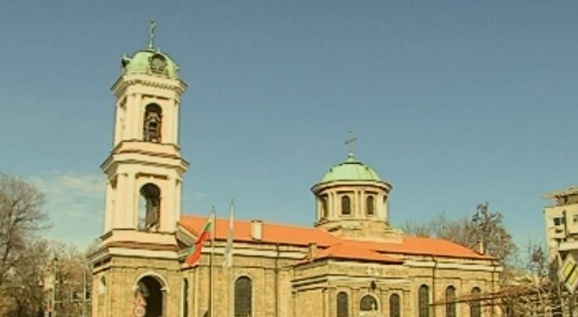снимка 1 Три църкви в Пловдив отказаха да венчаят млада двойка