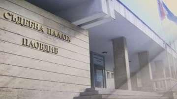 Полицаите, обвинени в грабеж на нелегални цигари, остават в ареста