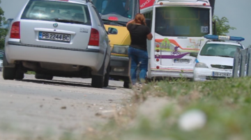 Автобус от градския транспорт в Пловдив катастрофира, на шофьора му прилошало