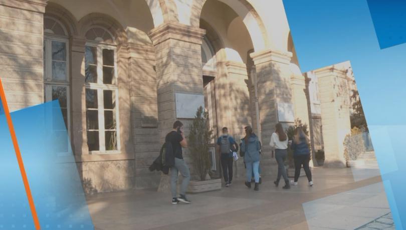 Проверяват записите от охранителните камери на училището в Пловдив, където