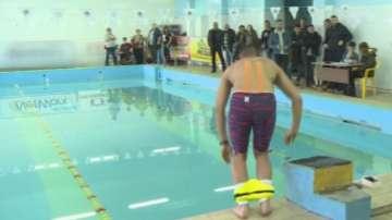Спортист от Русе ще плува 20 часа с вързани крака, за да помогне на болни деца
