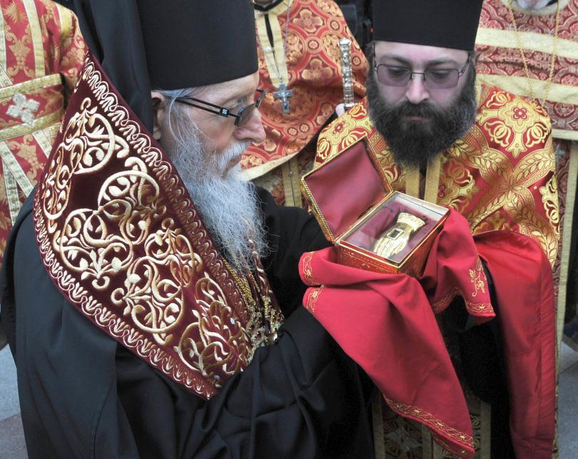 снимка 1 Десетки бургазлии се помолиха пред мощите на Св. Георги