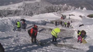 Втори ден продължава почистването към паметника на връх Шипка