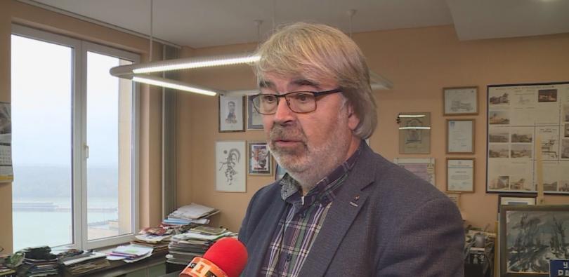 Снимка: Българин издаде книга с български текстове на френски комикс по Под игото