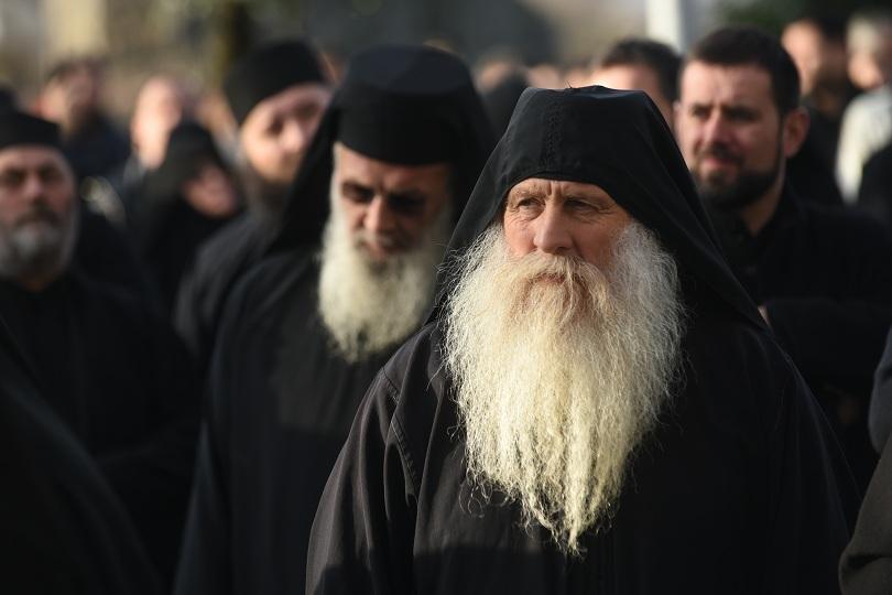 Вярващи и свещеници протестират в Подгорица срещу закона за вероизповеданията