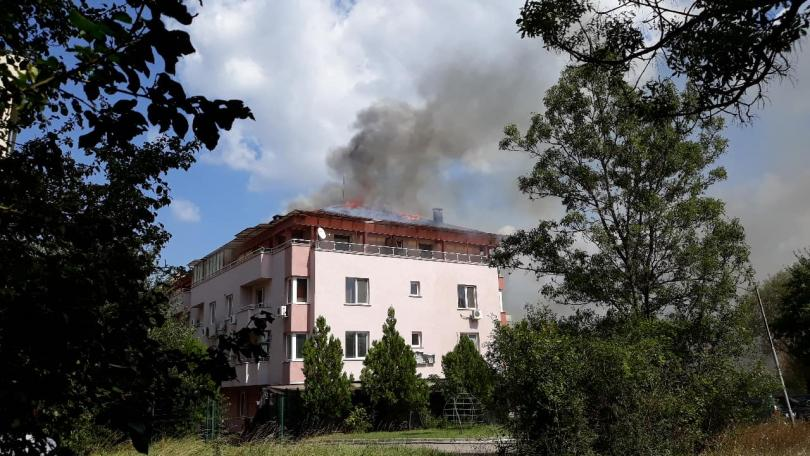 снимка 2 Пожар в жилищна сграда в Студентски град в столицата