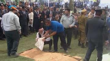 Тесен кръг от близки и световни лидери изпращат Шимон Перес в последния му път