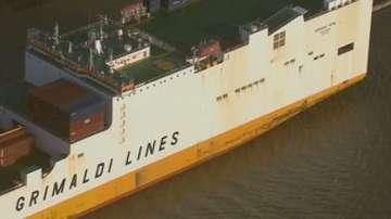 Мигранти похитиха италиански товарен кораб