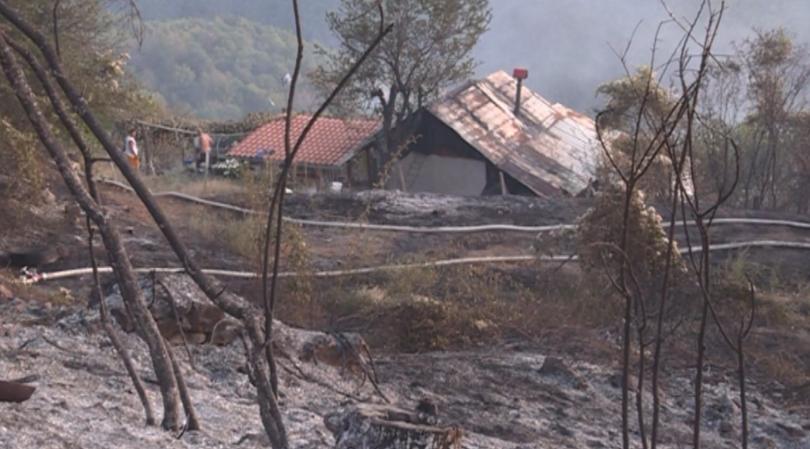 Четири къщи и три селскостопански навеса изгоряха при пожар в