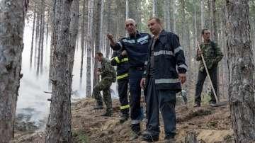 Как доброволците участват в потушаването на пожарите?