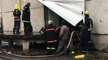 Пожар бушува в складове за дрехи в Кремиковци
