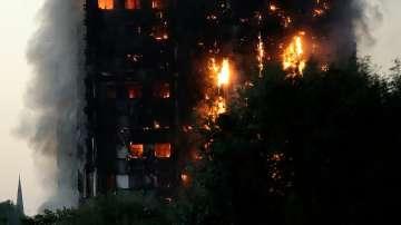 Посланикът ни в Лондон: Продължава гасенето на жилищната сграда