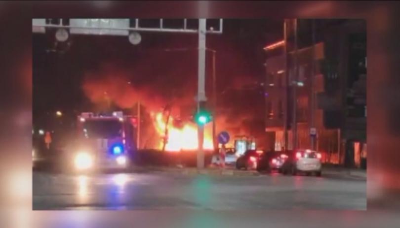 снимка 1 6 тона автомобилно масло изгоряха при пожар в Пловдив