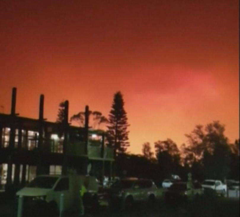 4000 души се оказаха в огнен капан на плаж в