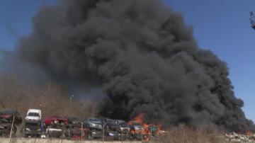 Разследват пожара в автоморга в Хасково