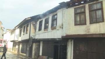 Пожар изпепели три къщи, паметници на културата в Габрово
