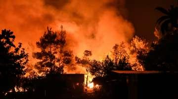 Продължава битката с горските пожари в Гърция