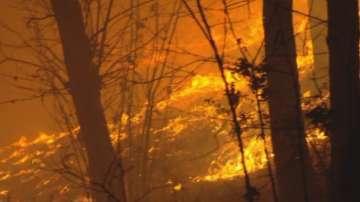 Огромни пожари бушуват в Северна Италия