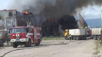 Пожар в склад за дрехи в района на Казичене, няма пострадали