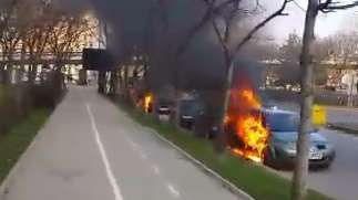 Четири автомобила горяха в центъра на София (ВИДЕО)