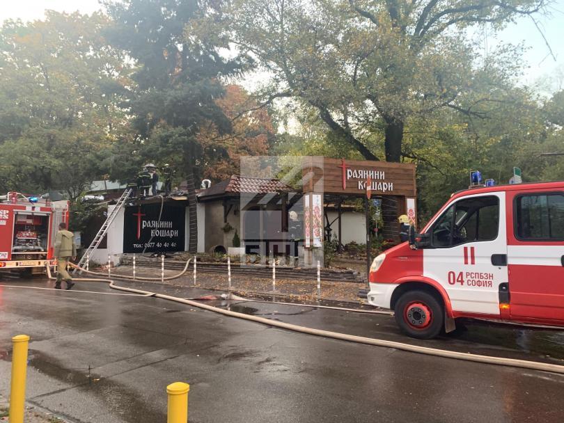 снимка 2 Голям пожар горя в столичен ресторант близо до бул. Черни връх