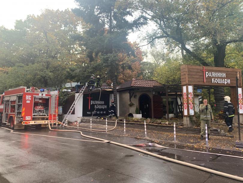 снимка 1 Голям пожар горя в столичен ресторант близо до бул. Черни връх