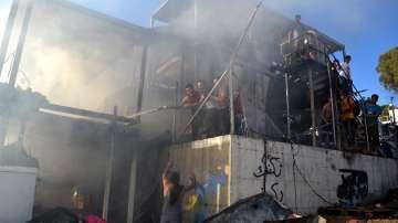 Майка и дете загинаха при пожар в бежанския лагер на остров Лесбос