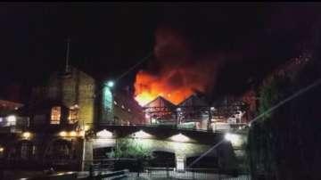"""Пожар на популярния пазар """"Камдън лок"""" в Лондон"""