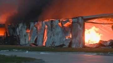 Разследват причините за пожара в птицекланицата в Първомай