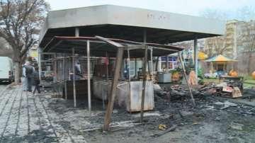Пожар изпепели сергии на пазар в пловдивския район Южен