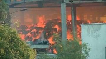 Овладян е пожарът в кравефермата край Поповица