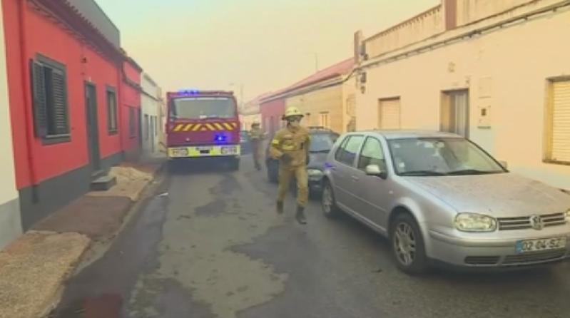 Мащабните горски пожари в Португалия и Испания вече заплашват курортни