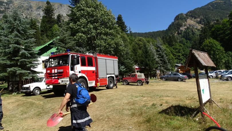 снимка 3 Гасят пожара в Рила ръчно заради труднодостъпен терен (СНИМКИ)