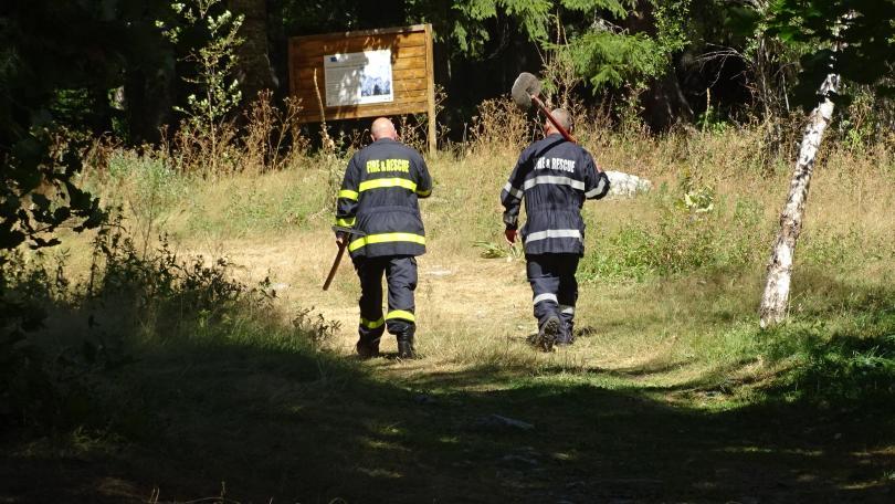 снимка 5 Гасят пожара в Рила ръчно заради труднодостъпен терен (СНИМКИ)