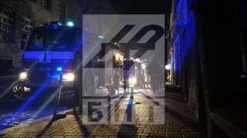 Гори покрив на сграда на ул. Гургулят 10 в София, кадри: Здравко Балабанов